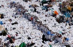 Pilgrims fill the streets in prayer, near Namira mosque in Arafat, Saudi Arabia on Monday, Nov. 15, 2010. (AP Photo/Hassan Ammar) #