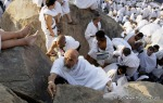Pilgrims climb up Mount Arafat on the Plain of Arafat in Saudi Arabia on Monday, Nov. 15, 2010. (AP Photo/Hassan Ammar) #